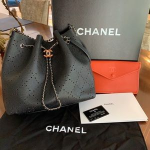 CHANEL Drawstring bag +Pouch- almost NEW blk/org